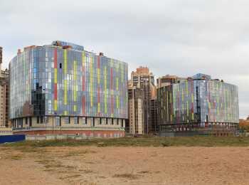 Вид на два 9-этажных корпуса ЖК Лотос Тауэр